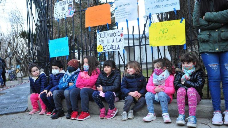Nuevamente Padres autoconvocados reclamaron afuera de Casa de Gobierno por el retorno clases presenciales